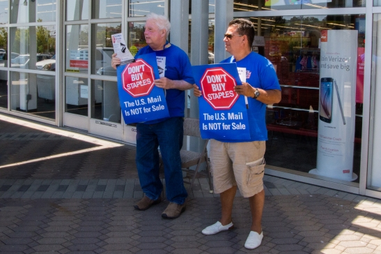 Alan Menjivar (right) and Michael Foley (left) picket outside a Staples store in San Rafael on Tuesday, July 28. (Emilia Rosales/Bay News Rising)